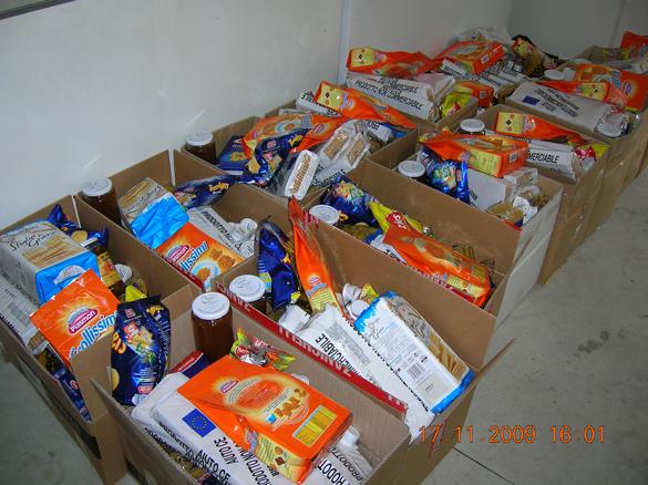 Ogni mese, la Caritas Parrocchiale distribuisce oltre 30 pacchi alimentari